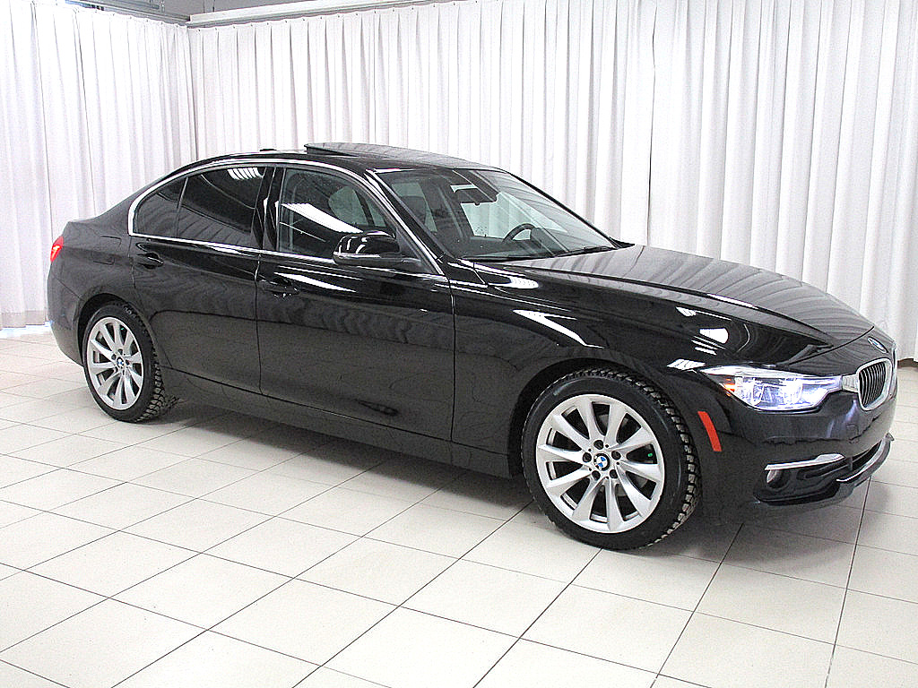 Pre-Owned 2017 BMW 3 Series 320i x-DRIVE LUXURY LINE w/ NAVIGATION, HEATED LEATHER & MOONROOF