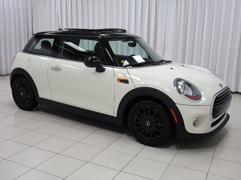 Pre-Owned 2016 MINI Cooper 3 DOOR TURBO 6 SPEED w/ HEATED SEATS, DUAL MOONROOF & BLACK ALLOY WHEELS